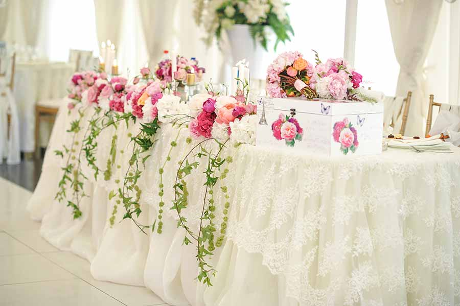 The Perfect Wedding Flowers For A Season Themed Wedding